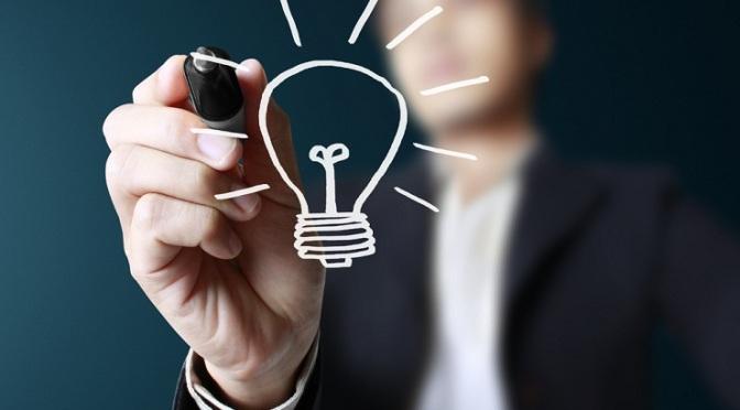 Una infografía con 8 cualidades comunes en emprendedores de éxito